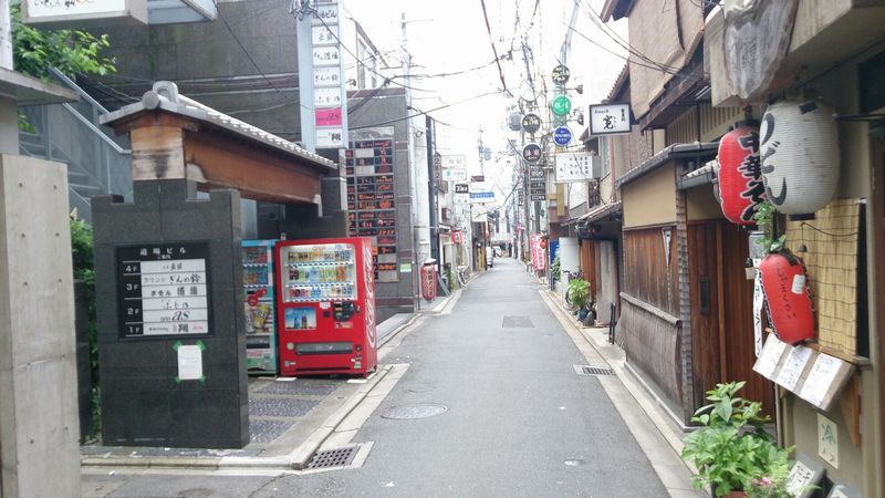 日曜、午後の祇園を久しぶりに歩く