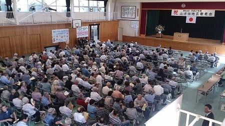 敬老会の様子。1200人の該当者の中から300人ほどが出席。