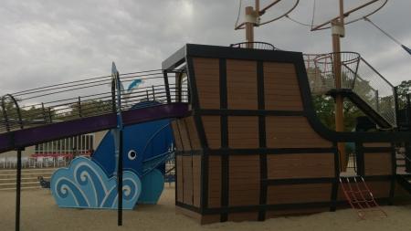 海賊滑り台。なかなか凝った造りになってて面白い。