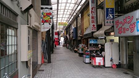 良い感じの商店街。姫路駅前のアーケードはこういう小さなものが入り組んでる。
