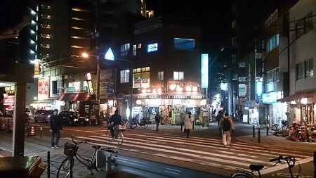 18:30頃のJR東淀川駅前。