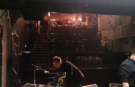 Vox Hall。ステージから見た客席。階段状の非常に変わった形状。
