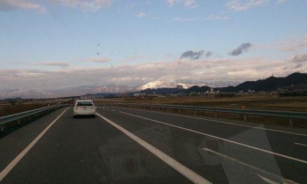 背中に走る今まで最大の激痛 – 滋賀県は雪世界