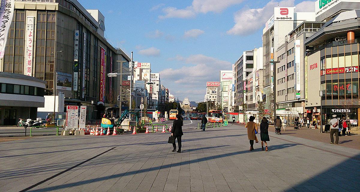 快速電車に乗って姫路の街へ