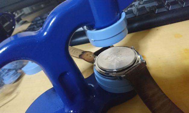時計 ― ハマらない裏蓋がようやくハマった日