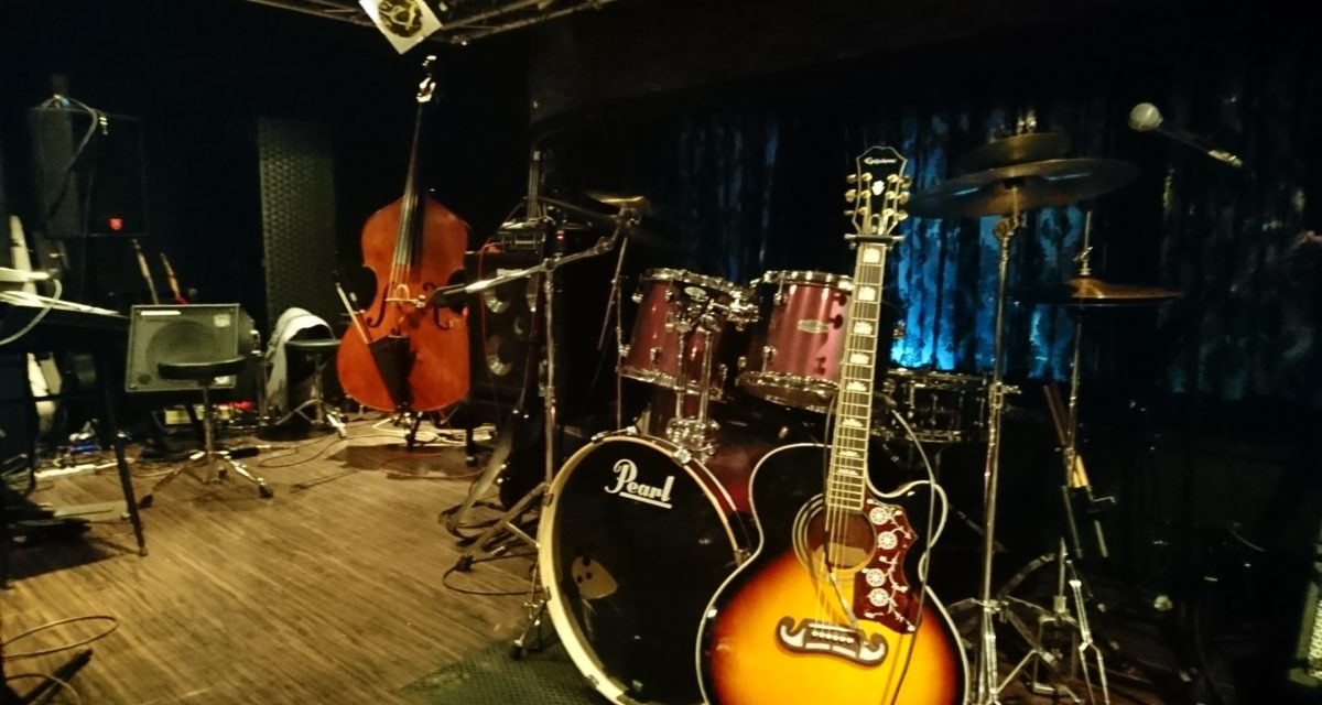 アコギ6度目 ― LISA&The Five Caratsライブ