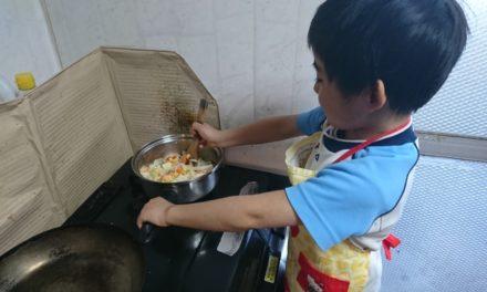 調理 ― 長男、初めての料理にトライする