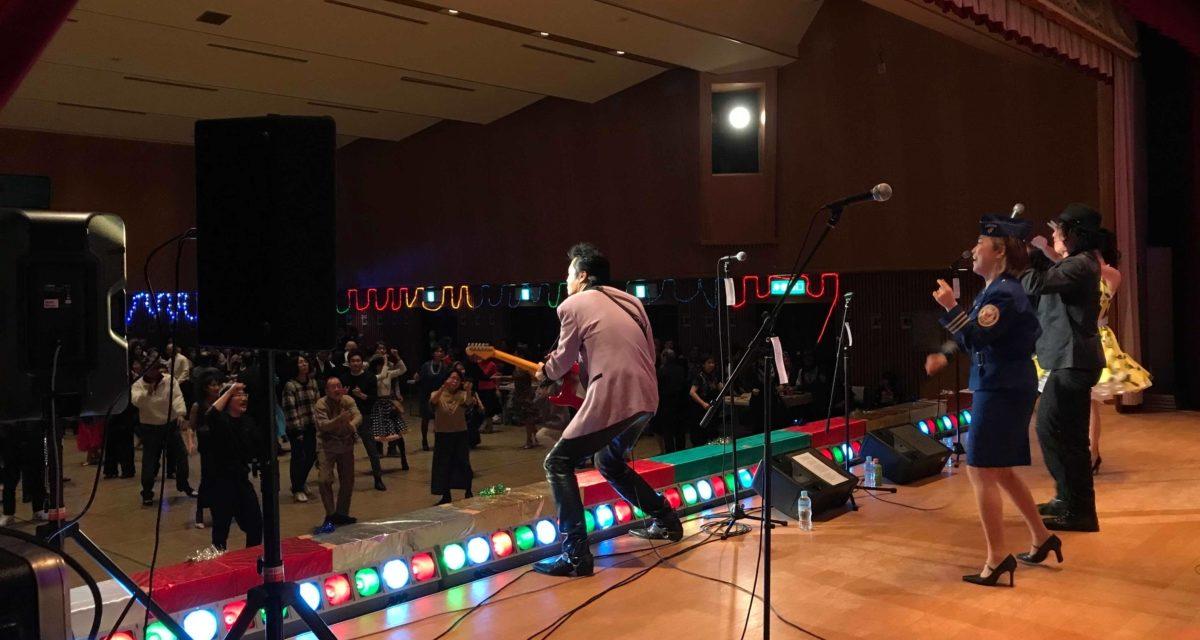 プロムの様なダンスパーティーで今年も演奏しました