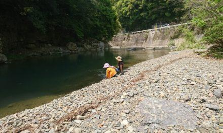 春風 ― 川遊びにはまだ少し水は冷たい