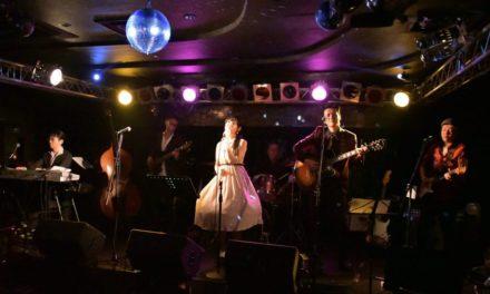 アコギ8度目 ― LISA&The Five Caratsライブ