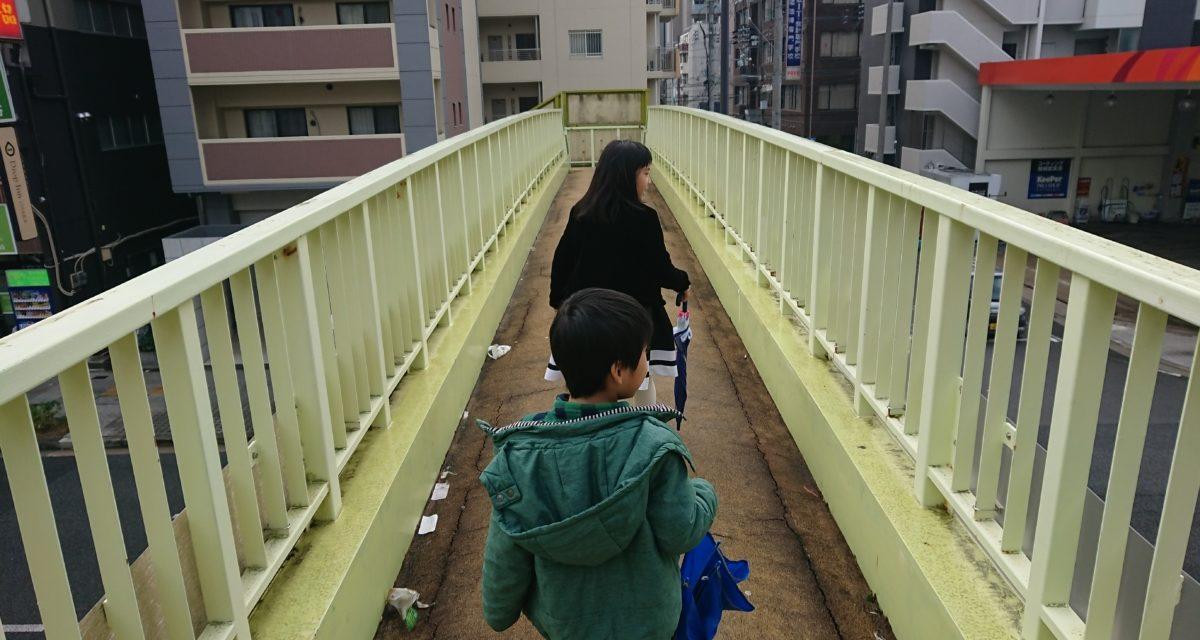 師走 ― 歩道橋のある風景