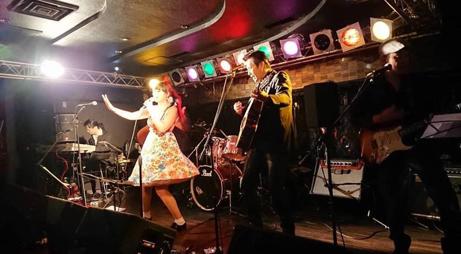 アコギ10度目 ― LISA&The Five Caratsライブでエヴァリーズに初トライ