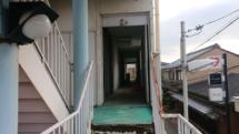 彦根 ― 演奏旅行2日目。看板の剥がれたダンスホール