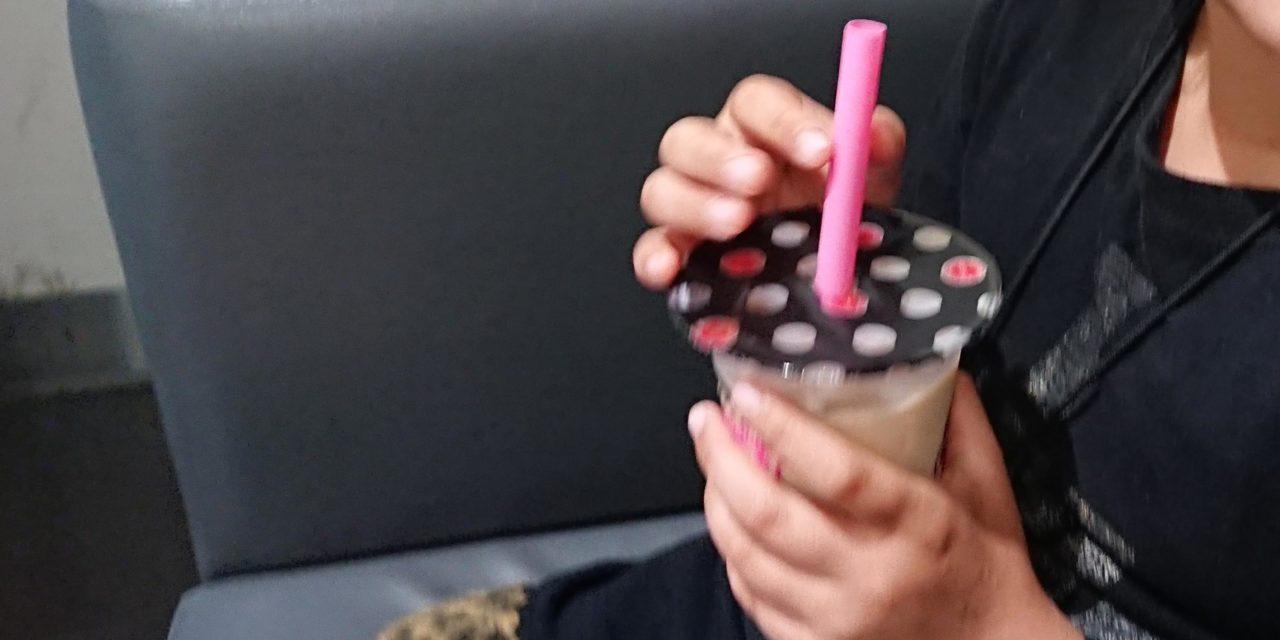 成長 ― 9歳の女子と流行のタピオカミルクティー