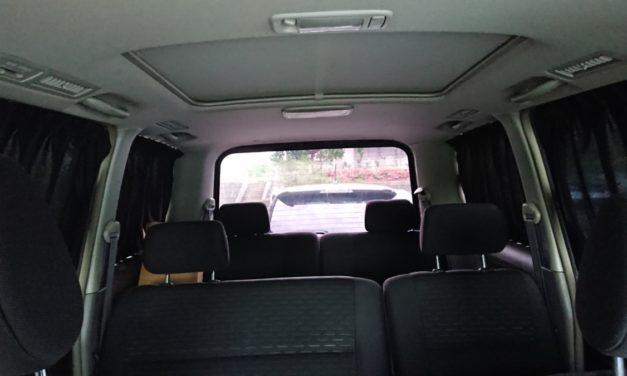 漆黒 ― 訪れる夏に備え、黒い車体に漆黒のカーテンを