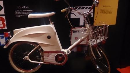 当時会場内で使用されていた電動自転車。デザインが70'sしててイカしてる!